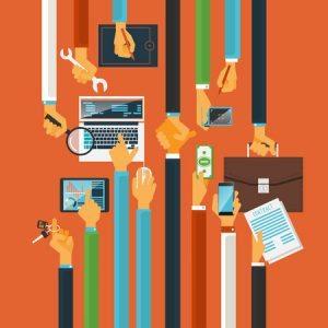 caracteres largos de las manos, llaves al éxito del trabajo en equipo, proceso de producción, ordenador