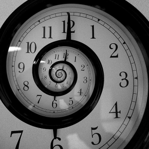 clock in the form of a snail